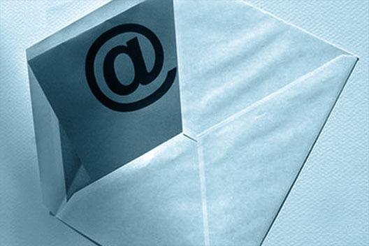 Offener Briefumschlag als Vorschaubild zur Portal Systems Newsletter-Anmeldung.