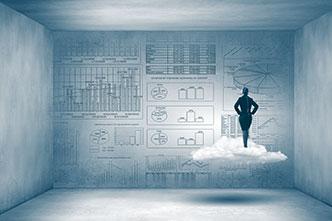 Geschäftsfrau auf Wolke vor Business-Daten als Symbol für Shareflex ECM Online.